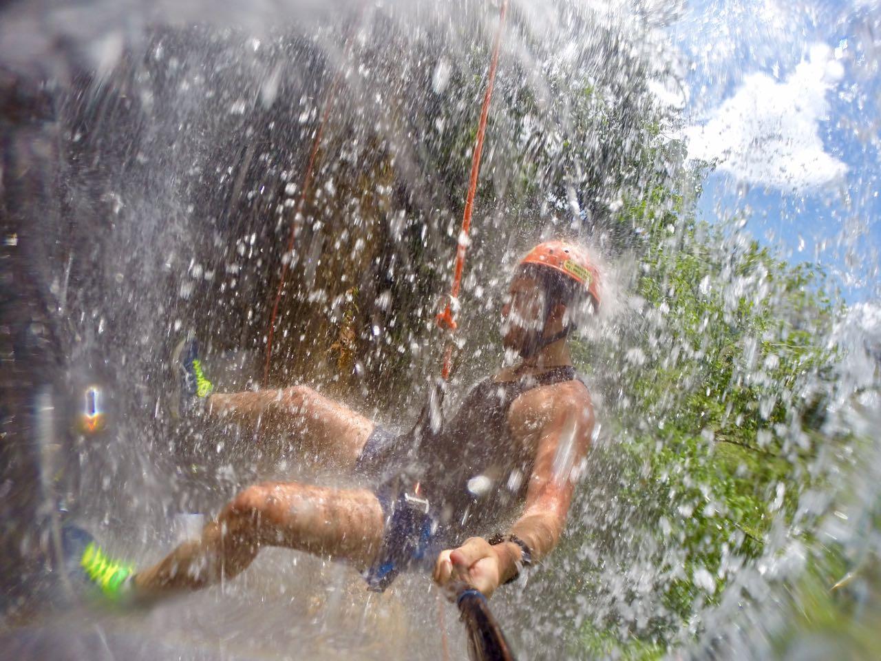 Cachoeirismo (Rapel na Cachoeira)